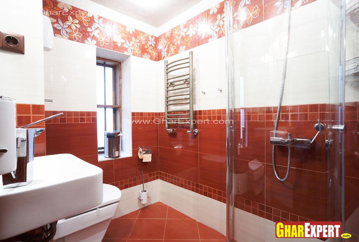 Bold modern L shaped bathroom ....