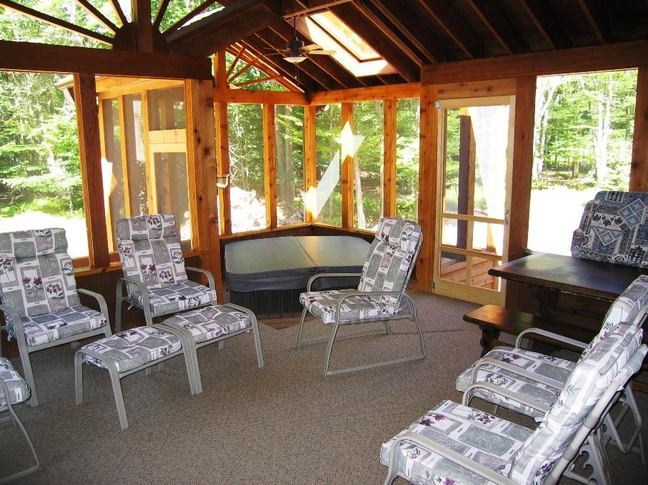 Screened Porch and Jacuzzi