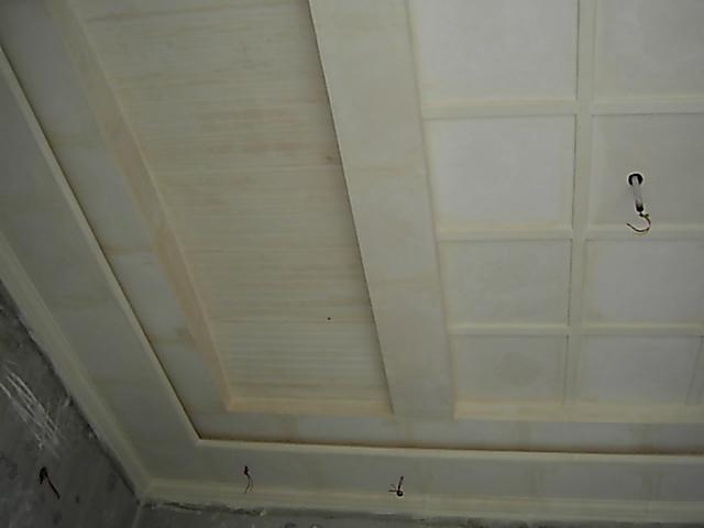 Simple and Sober Ceiling Desig....