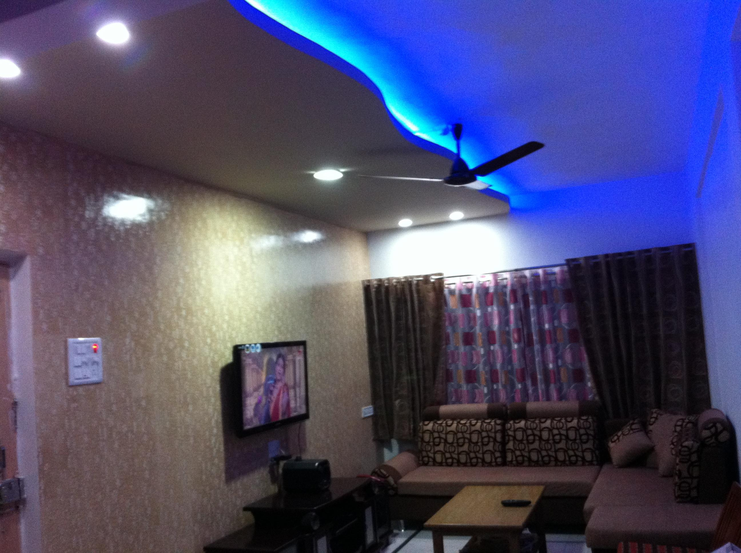 Curved Pop False Ceiling Design With Blue Led Lighting