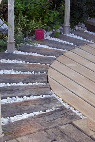Wooden Garden Pathway Gharexpert