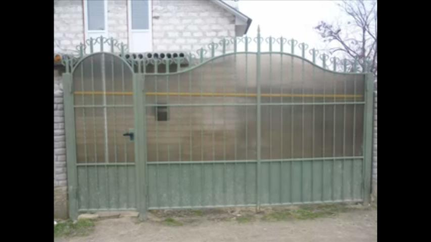 Simple Design For Main Gate With Fiber Sheet For Safety