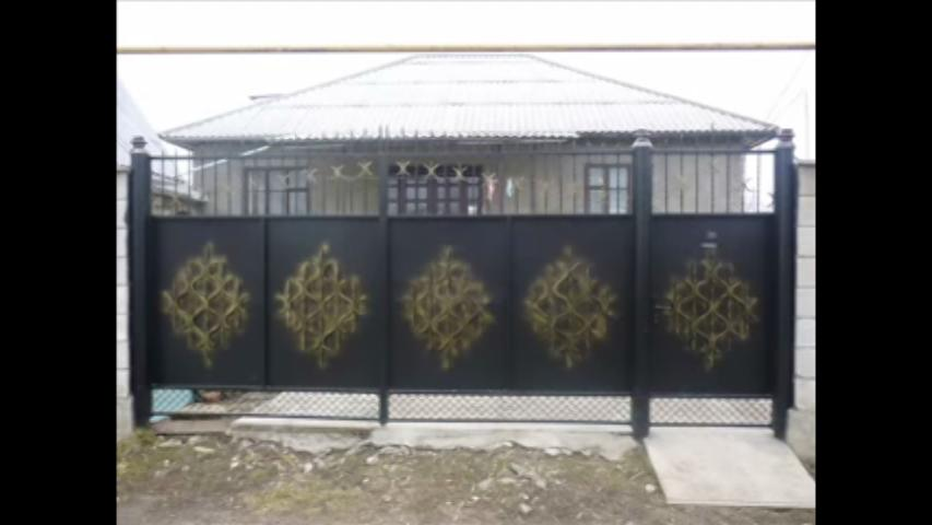 Wide Iron Main Gate In Black C.