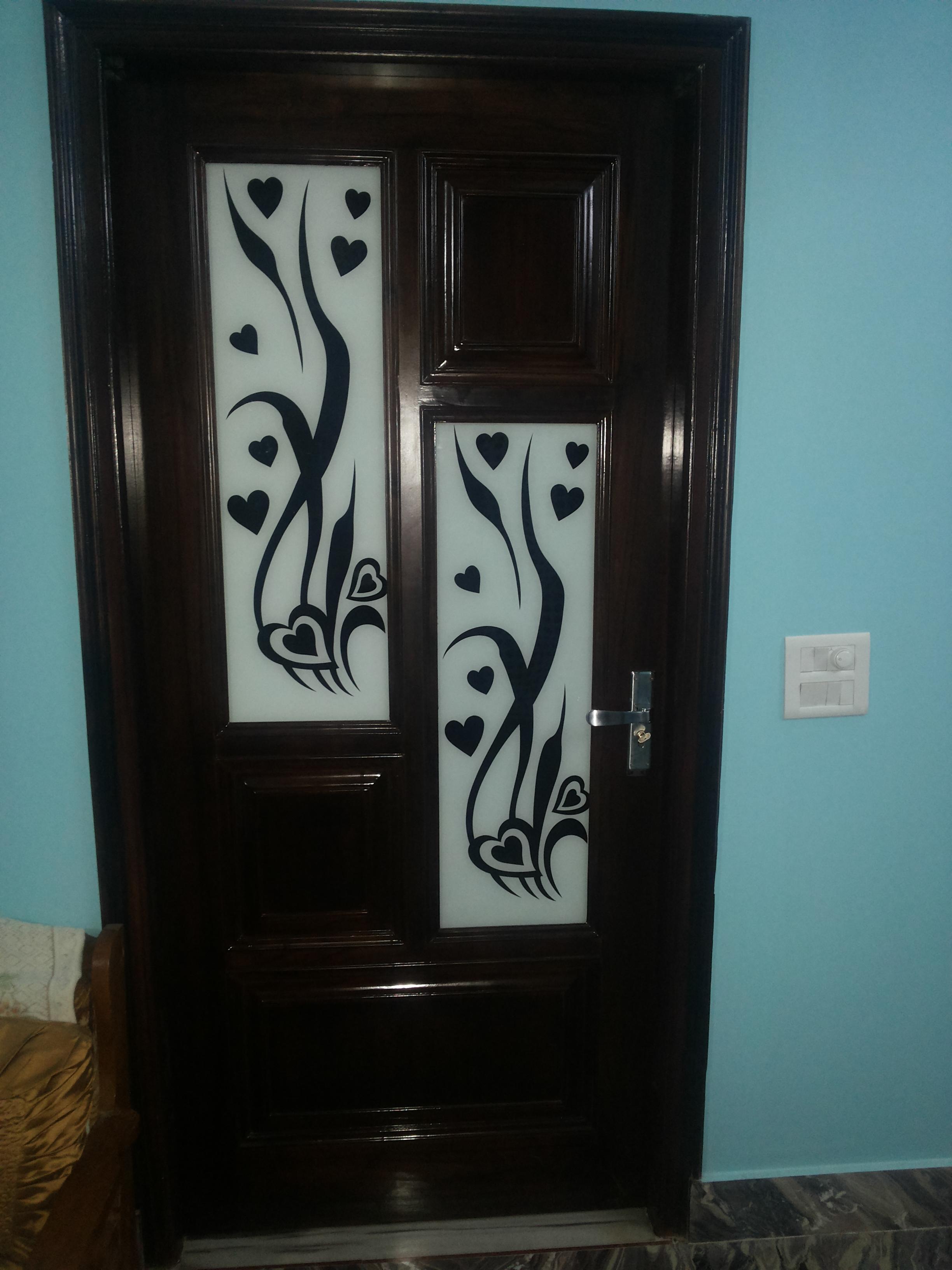 Door Design in Laquered glass