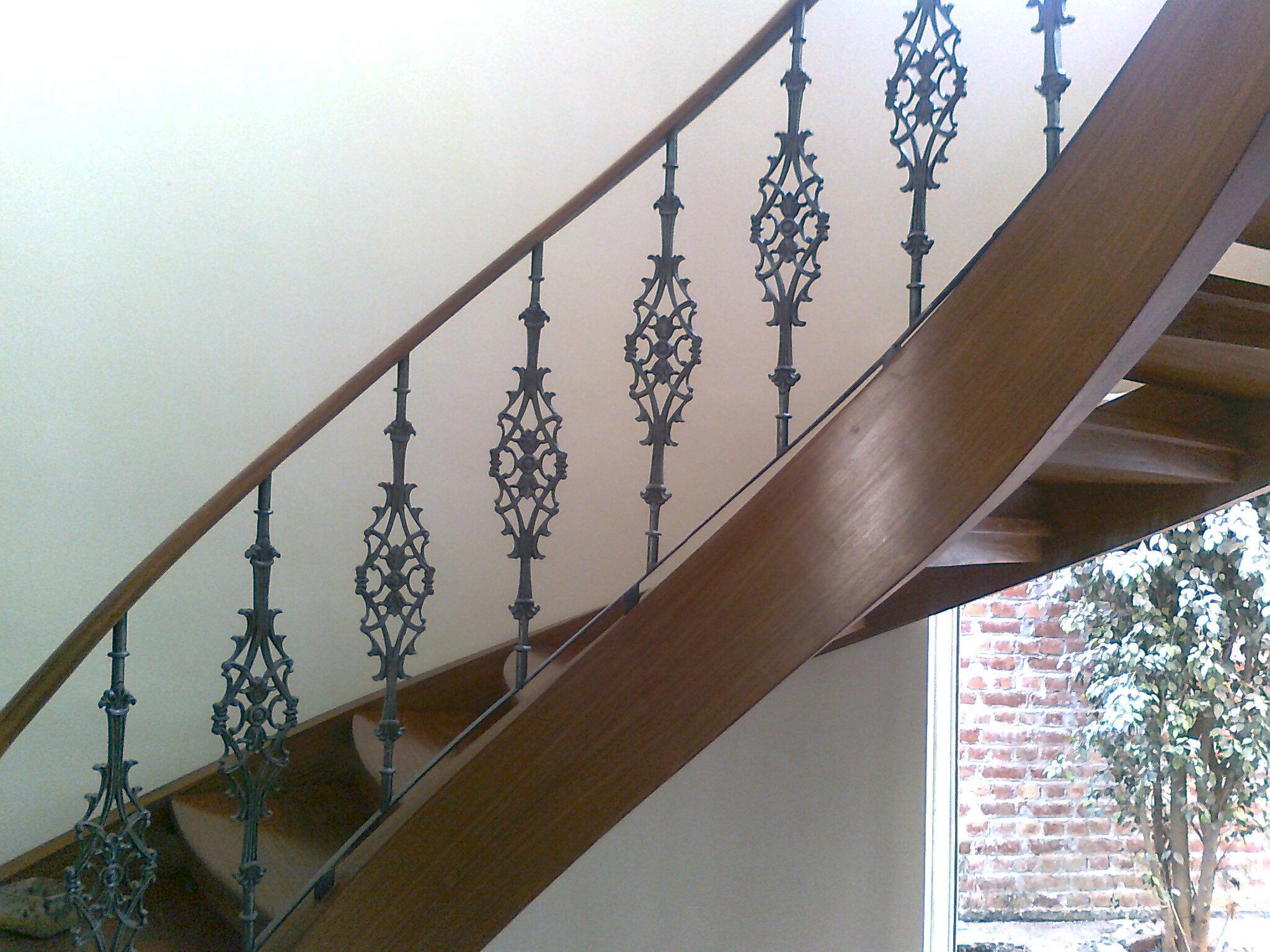 Curve stair railing