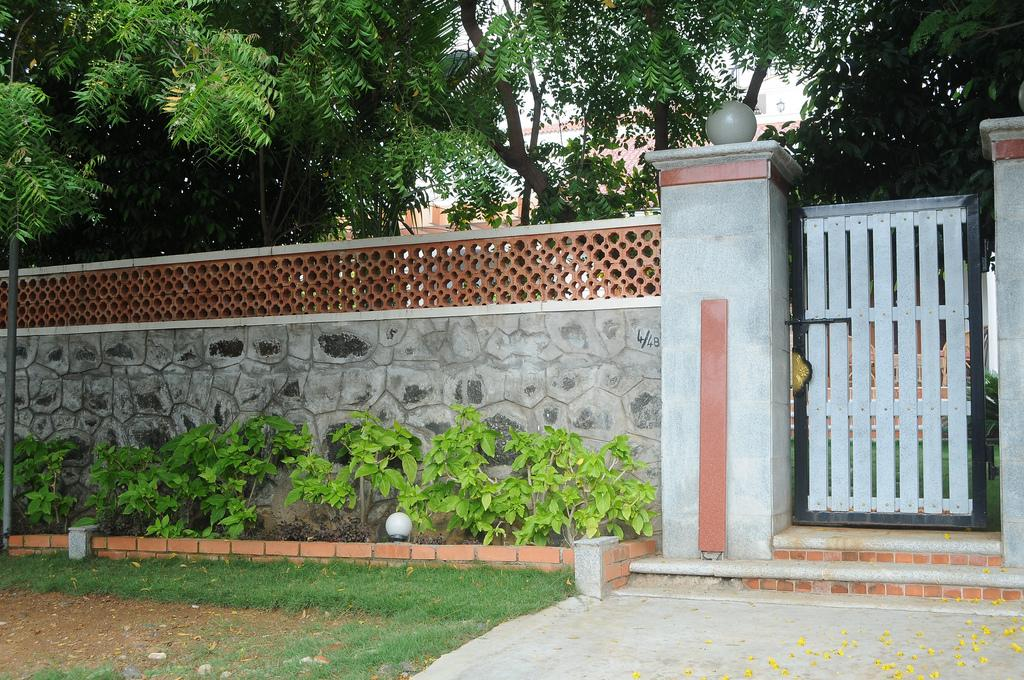 Design Of Compound Wall Gate : Rustic compound wall gharexpert