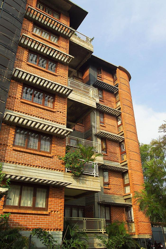 multistoried building