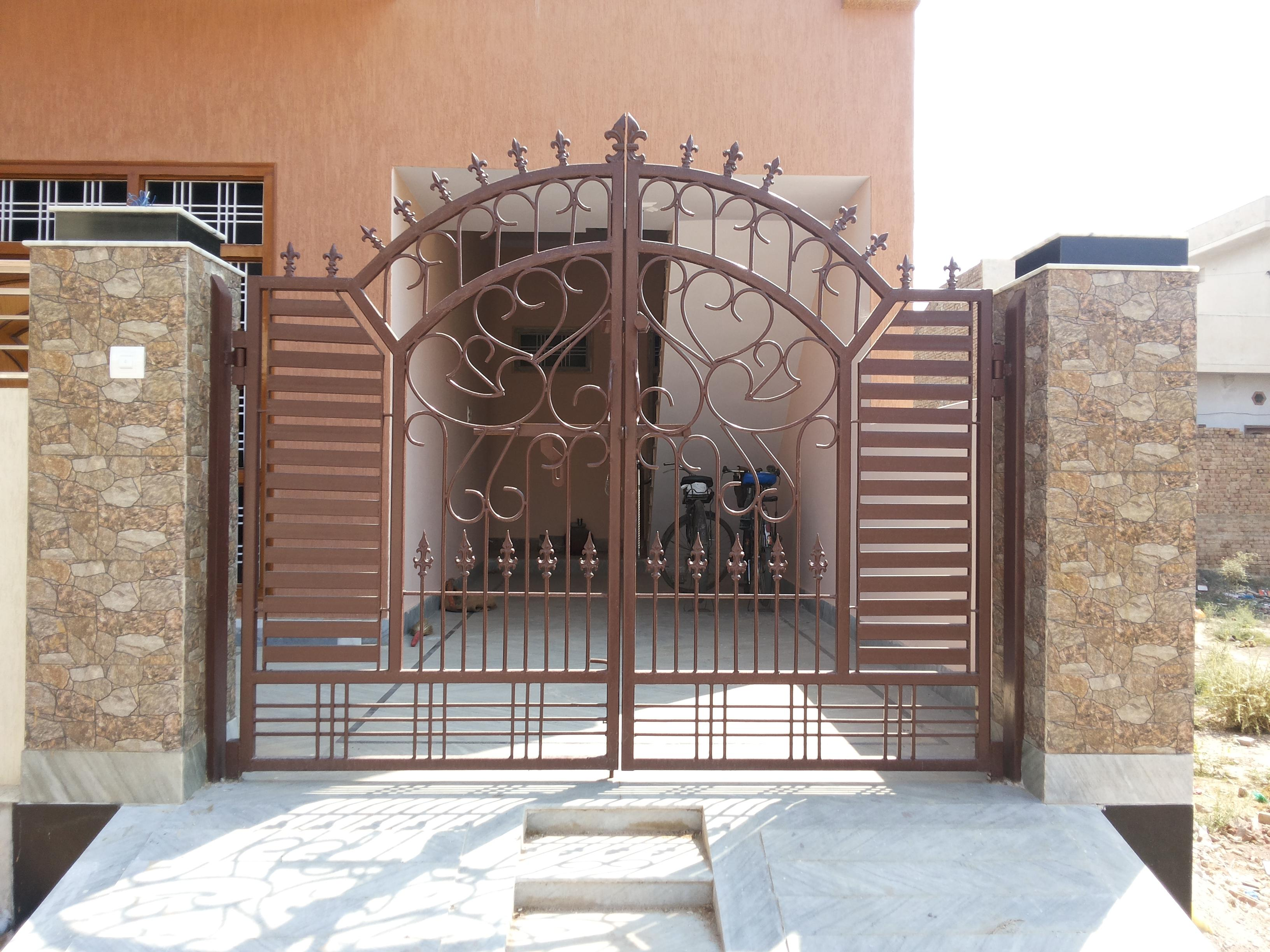 Main door using iron grill concept gharexpert for Main gate door design