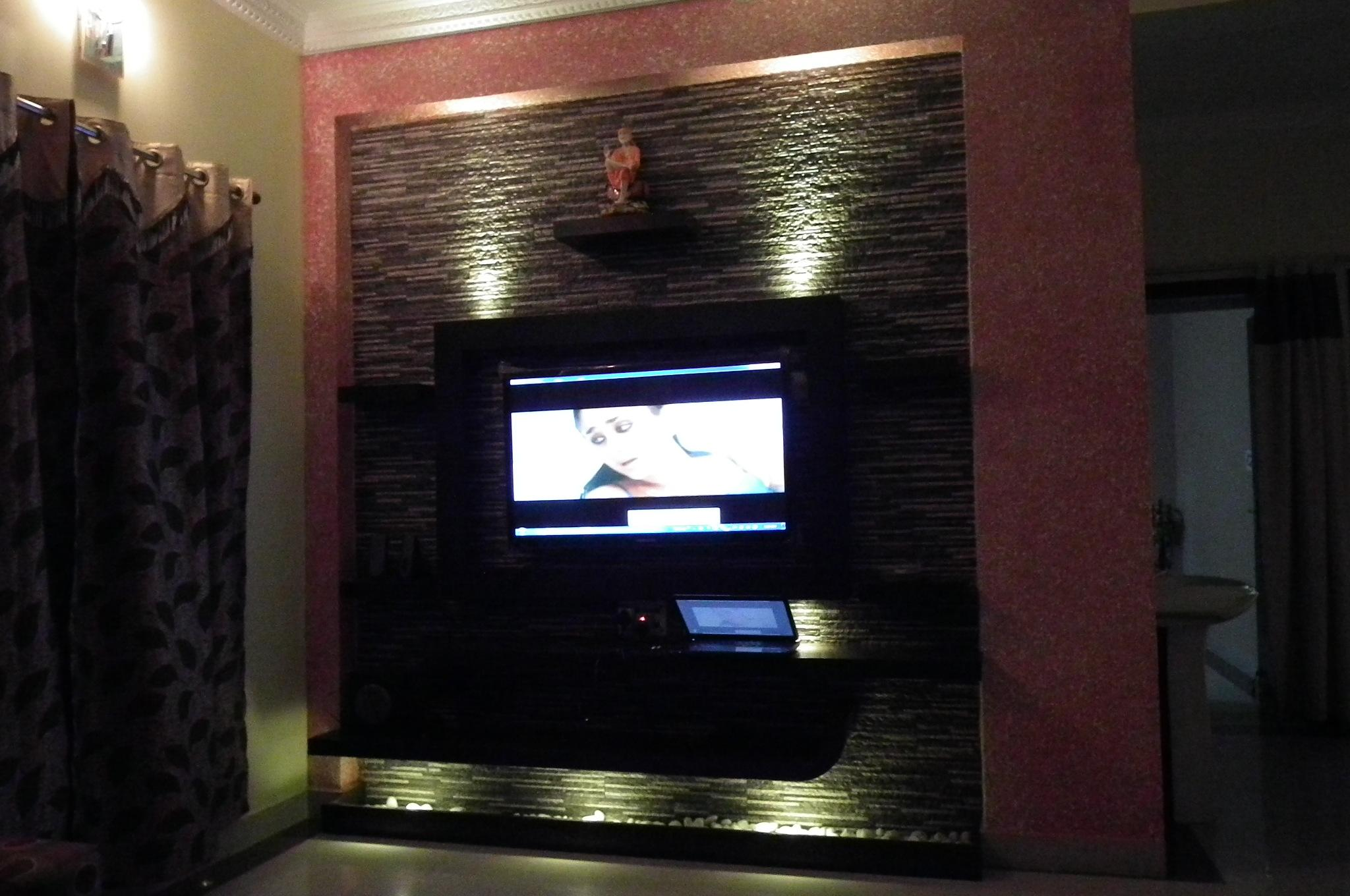 LCD TV Wall With Dark Color Stone Cladding GharExpert