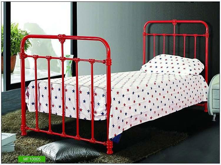 Iron framed Kids room bed in r....