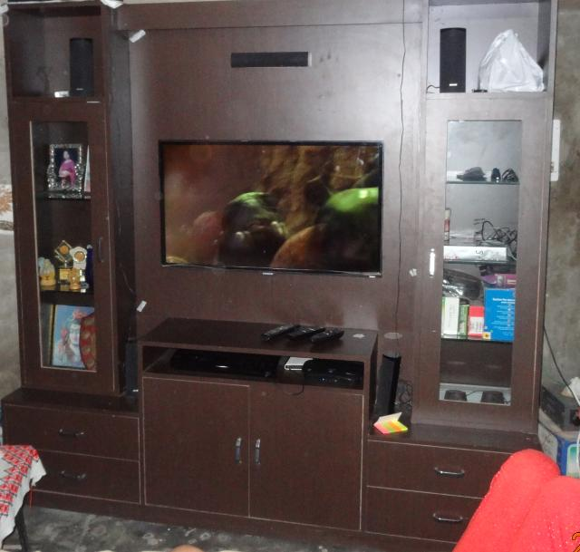 LED TV cabinet with home theat....