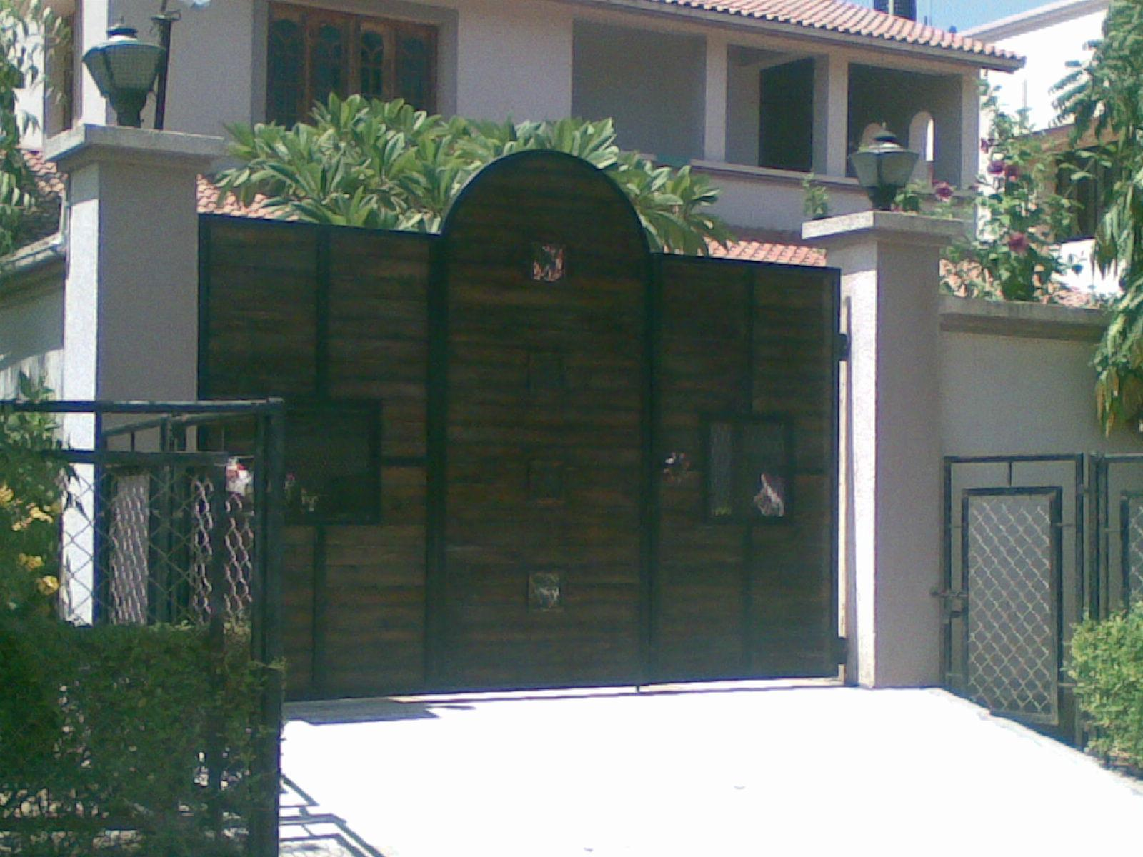 Boundary gate gharexpert for House outer wall design