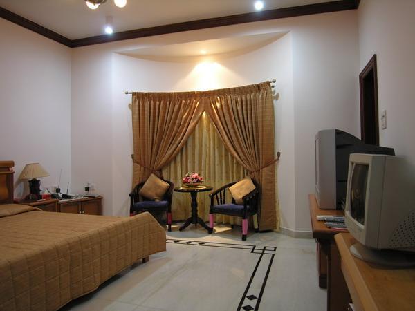 Master bedroom marble Flooring border design - GharExpert