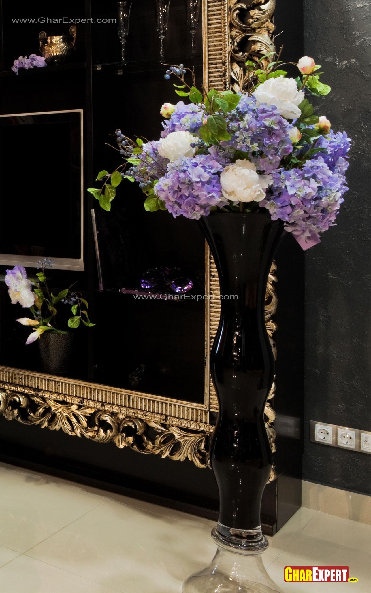 Corner tall floor vase in blac....