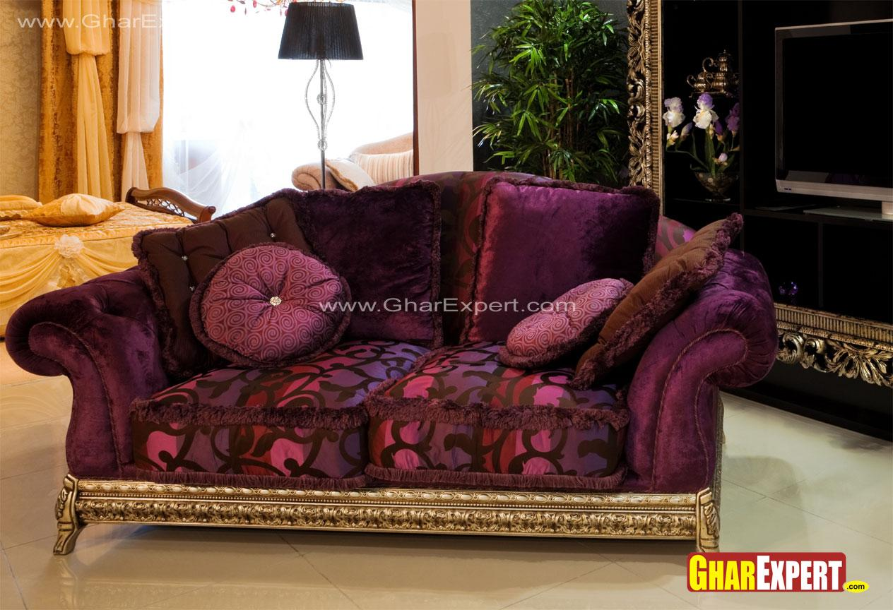Traditional upholstered sofa w....