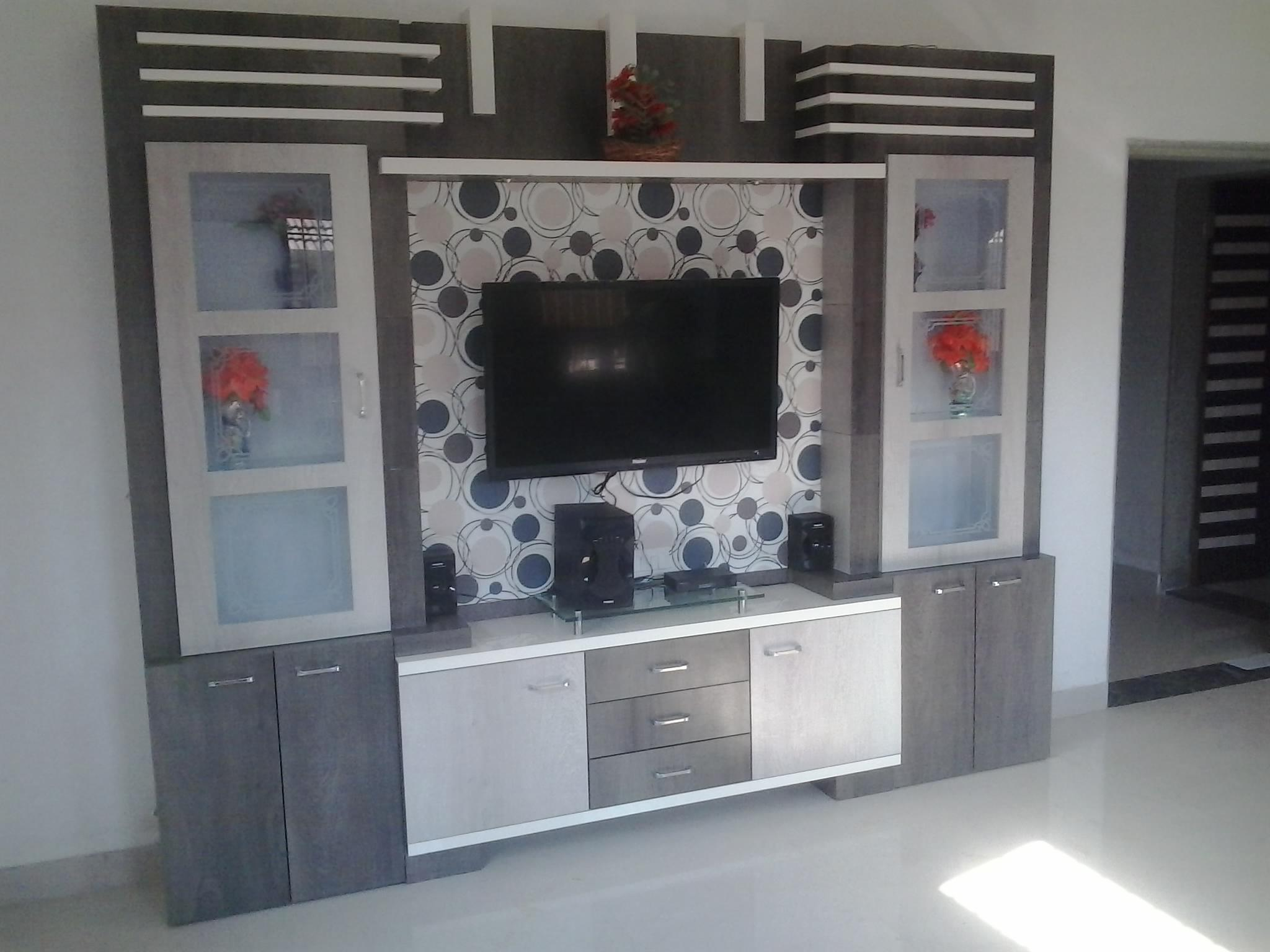 TV Unit with showcases cubbord....