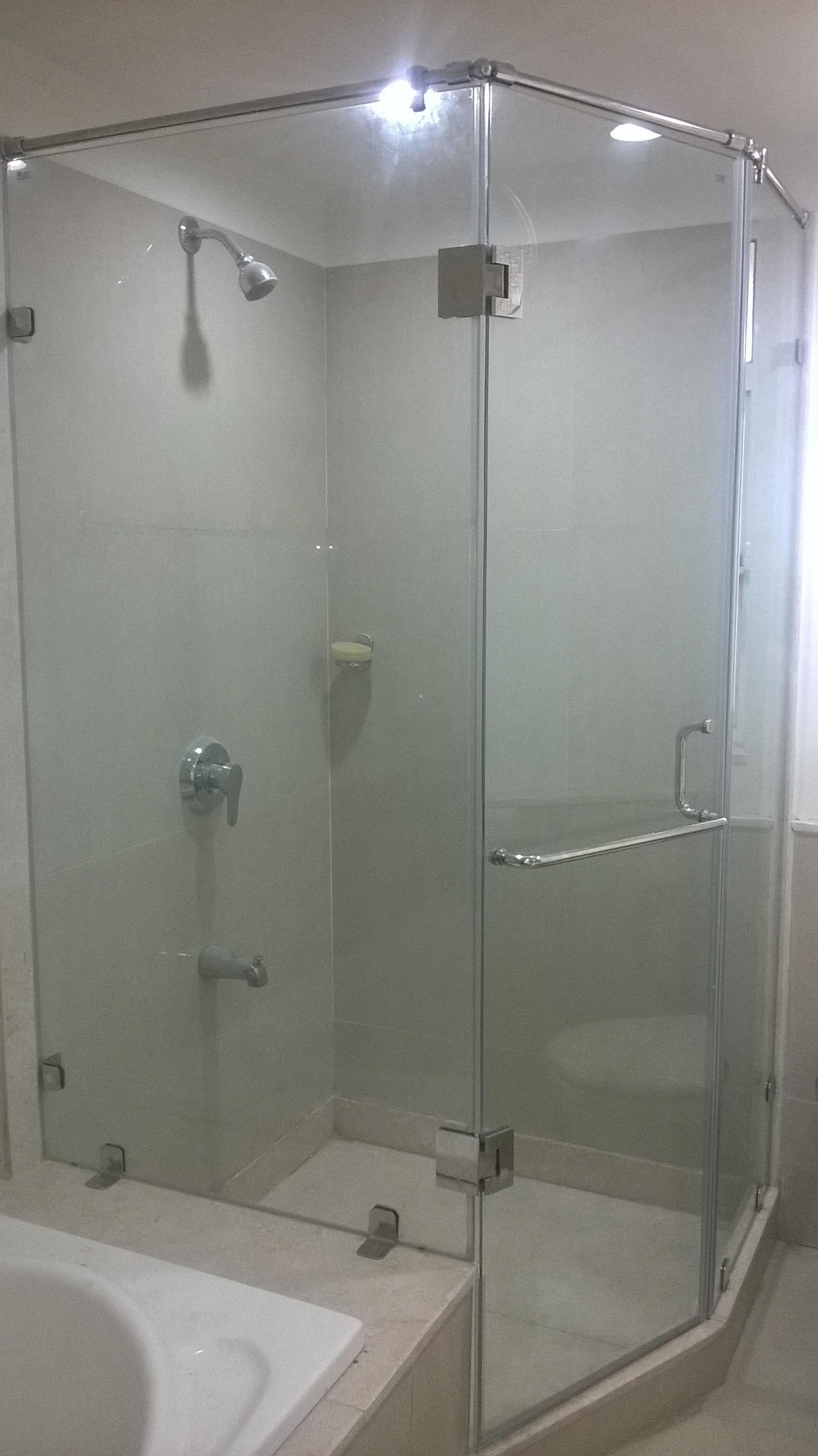 frameless glass shower partiti....