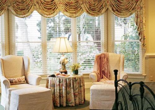 Window Blinds with Valance in Bedroom