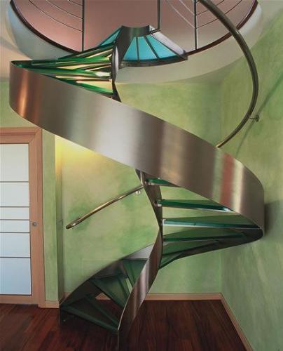Stunning stiarcase railing design