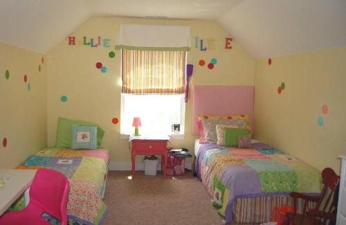 Trundle bed in sibling room