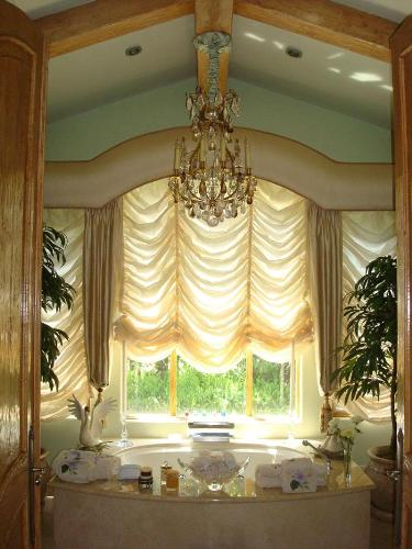 Fancy Curtains for Bathroom Decoration