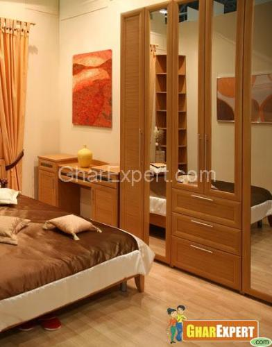 Wardrobe in small space Bedroom